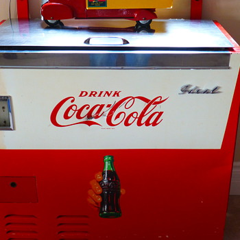 Ideal Vending Co. Made in Canada Eh!! - Coca-Cola