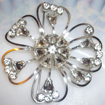 Unsigned rhinestone brooch. - Costume Jewelry