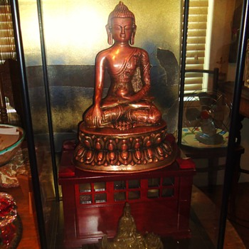 Glass box with Buddhist Statues or??  need help! - Asian