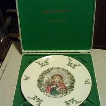 1978 Bone China Christmas Plate by Royal Doulton