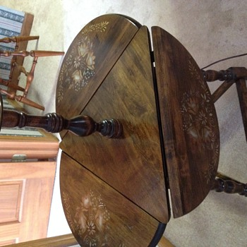 3 drop leaf end table with lamp - Furniture