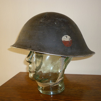 British late WWII steel combat helmet - Military and Wartime
