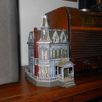 Addams Familly Haunted House Model Polar Lights