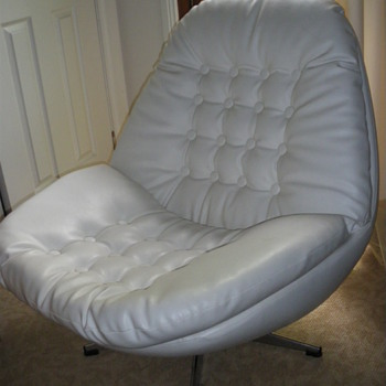 What chair is this ?  - Furniture