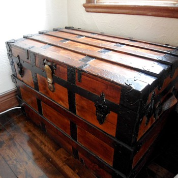 1880&#039;s Cedar Antique Trunk - Furniture