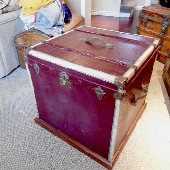 French Trunk - Furniture