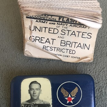 World War 2 USAAF ID Badge and Aircraft Flash Card Booklet
