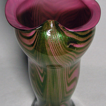 RINDSKOPF PINK & GREEN AVENTURINE VASE - Art Glass