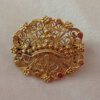 Antique small Georgian gold brooch