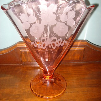 "Unusual ""pink"" glass V-shaped Vase - Glassware"