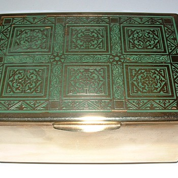 Brass with green enamel inlay box - Advertising