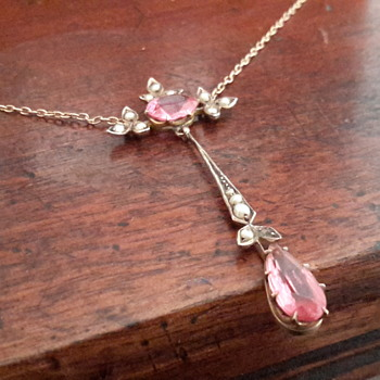 Pretty pink Edwardian 9ct gold seed pearl&paste drop necklace