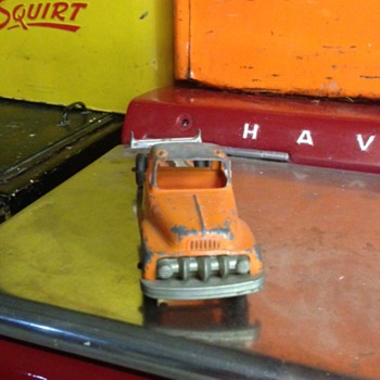 Orange Hubley Truck  - Model Cars