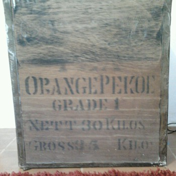 "Importation tea box, ""Té Supremo""."