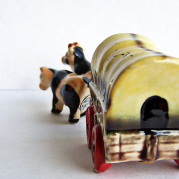 California Bound Covered Wagon and Oxen Shaker Set