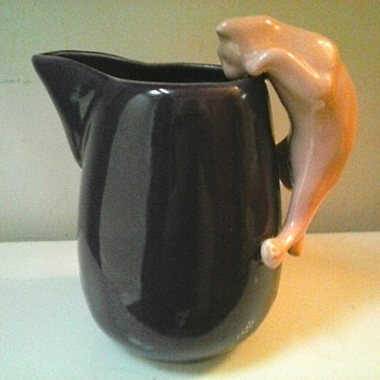 """Camark Pottery"" 8"" Purple and Pink Climbing Cat Pitcher #088 / Circa 1930's-40's - Pottery"