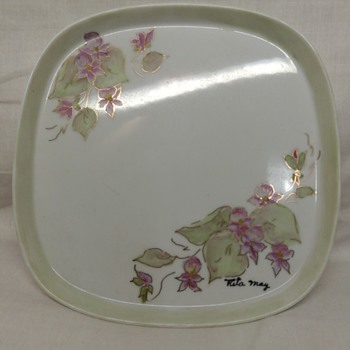 Shallow little handpainted tray - Pottery