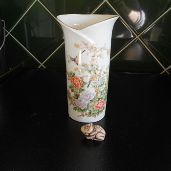 Japanese Vase. - China and Dinnerware