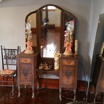 1880 vanity