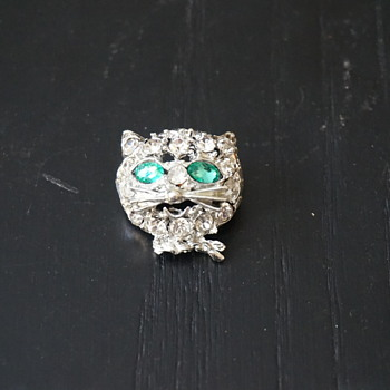Rhinestone Cat Head Pin
