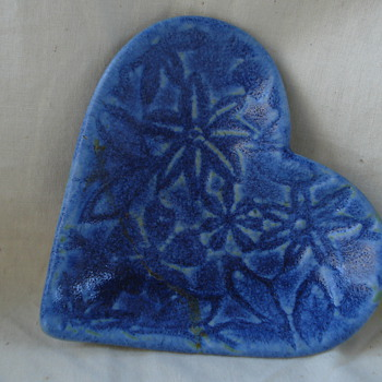 COLBAT BLUE HEART SIGN - Pottery