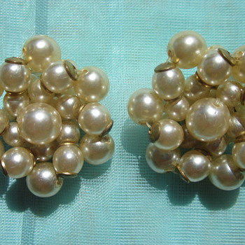 Cultured Pearl earrings - Costume Jewelry