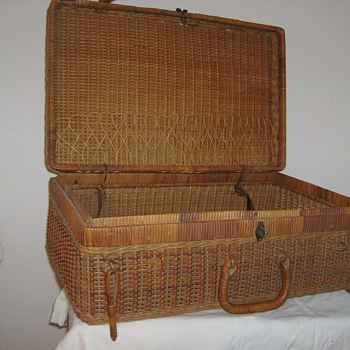 Early 1900's Wicker Rattan Suitcase   (Not A Picnic Basket)