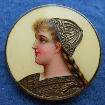 Little enamel portrait brooch. - Art Nouveau