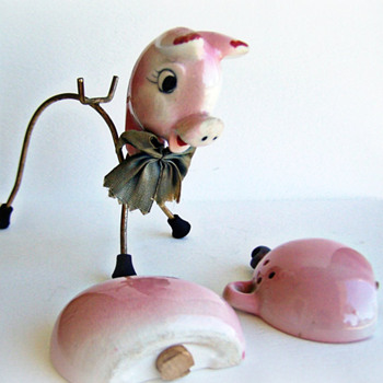 Vintage Pig Salt and Pepper Shakers Rare Wire Set - Kitchen