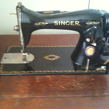 1937 CNE Singer Sewing Machine - Sewing