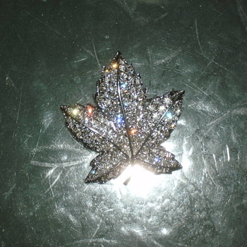 a leaf i love my brooch - Costume Jewelry