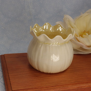 Belleek Crinkled Flower Pot - 5th mark