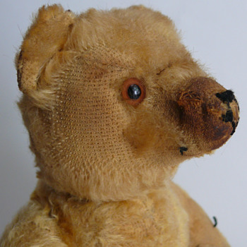 quite old looking teddy... steiff? - Dolls