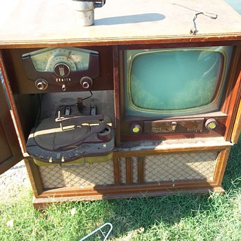 Vintage home entertainment center - Radios