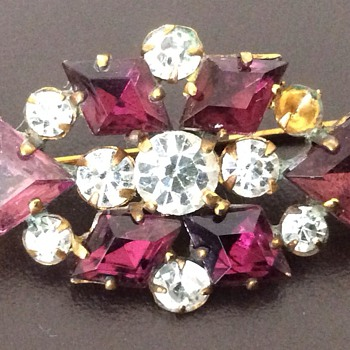Victorian brooch - Costume Jewelry