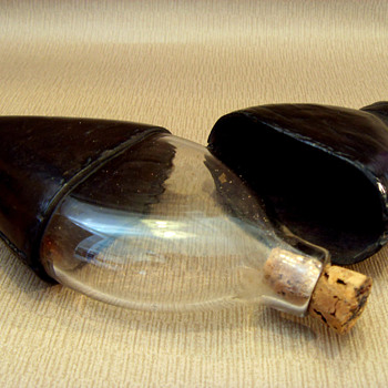 Teardrop-shaped glass hip flask 1800-1840?