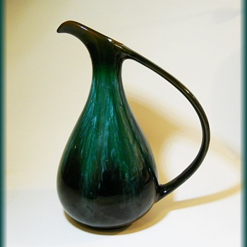 BLUE MOUNTAIN POTTERY ( Canada ) EWER / PITCHER