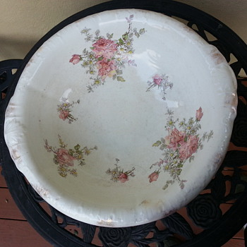 SEMI-VETREOUS BATH BOWL - China and Dinnerware