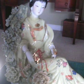 Beautiful  Porcelain Geisha With Long Nails - Asian