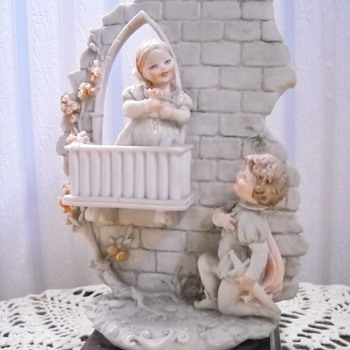 Mom's B Merli Romeo & Juliette Statue - Art Pottery