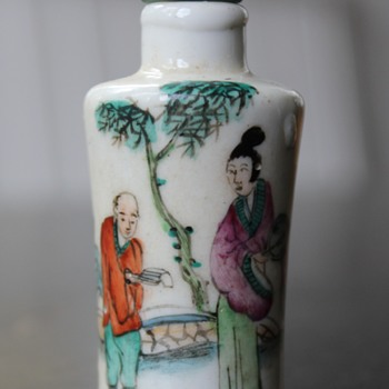 Tall Woman Small Man Snuff Bottle - Asian