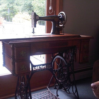 ~1901 Singer Treadle Sewing Machine
