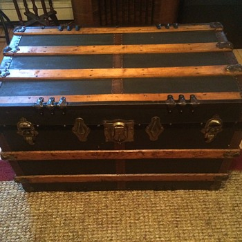 Name this trunk Mid to late 1800's Help appreciated - Furniture