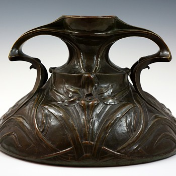 Maurice Dufrene Large Cast Bronze Art Nouveau Vase - Art Nouveau