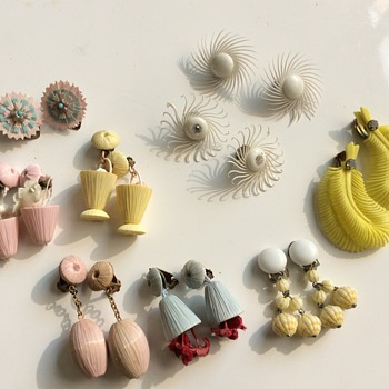 Plastic and japanese earclips - Costume Jewelry