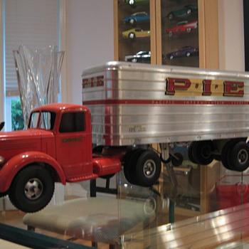 Smith-Miller Pie Truck - Toys