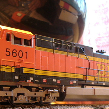 BNSF #5601 AC44CW HO scale - Model Trains