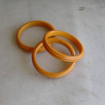 3 marbled bakelite bangles - Costume Jewelry