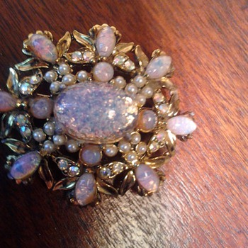 HollyCraft Opal brooch - Costume Jewelry
