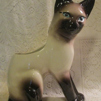 Siamese cat planter